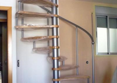 Escalera Caracol peldaños de Madera M6 barandilla TC