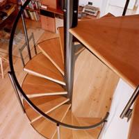 Escaleras caracol con madera