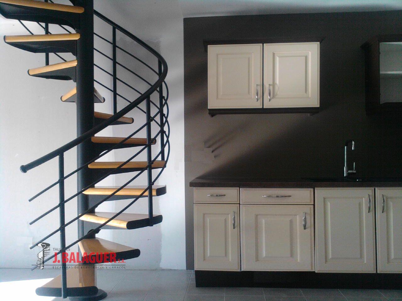 escaleras caracol con madera modelo m barandilla h escaleras caracol con madera modelo m barandilla h with modelos de escaleras de caracol para interiores