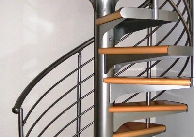 Escaleras caracol con madera Modelo M1 Barandlilla H6.