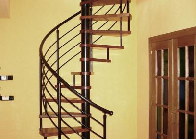 Escaleras caracol con madera Modelo M6  barandilla H4