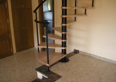 Escaleras caracol con madera Modelo M6 barandilla TC