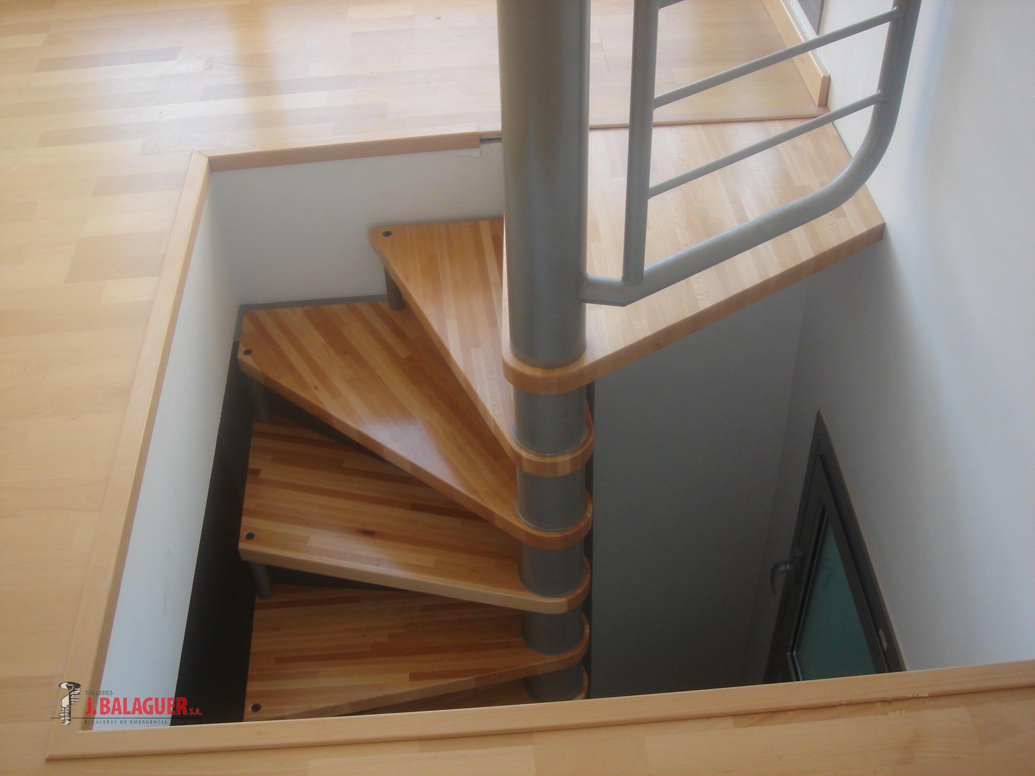 Escaleras de caracol de madera para interiores excellent for Barandillas escaleras interiores precios