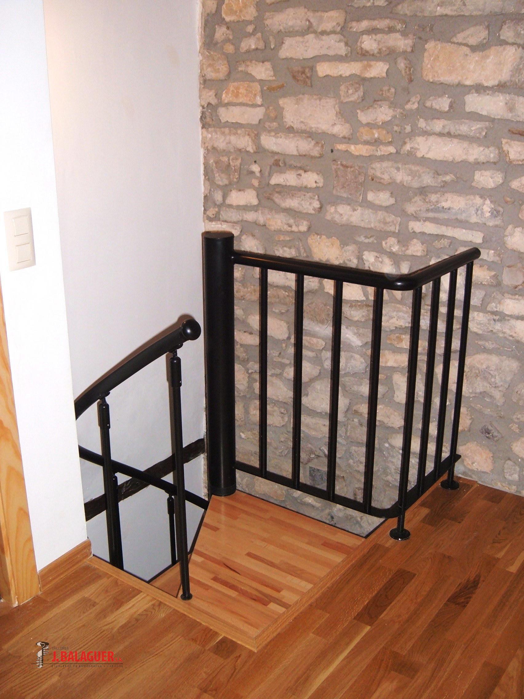 escaleras caracol con madera modelo m