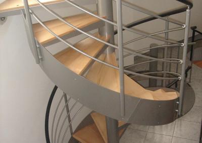 escalera caracol con peldaos de madera modelo mgd bois con barandilla h
