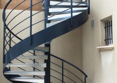 Escalera caracol metálica Modelo MGD Metal, barandilla H4.