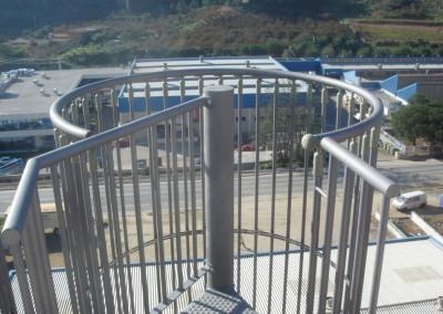 Escalera Caracol Metálica M47G  barandilla de Jaula.