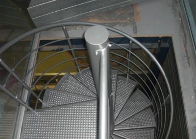 Escalera caracol metálica Modelo M4 barandilla H4