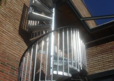 Escalera caracol metálica Modelo M4 barandilla Triple. Galvanizada.