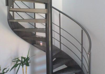 Escalera caracol metálica Modelo MGD Metal, barandilla H3.