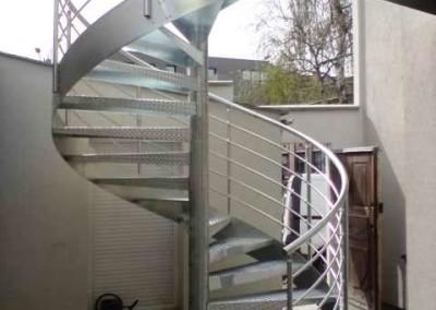 Escalera caracol metálica Modelo MGD Metal, barandilla H5.