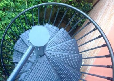 Escaleras caracol metalicas M4 barandilla Triple.