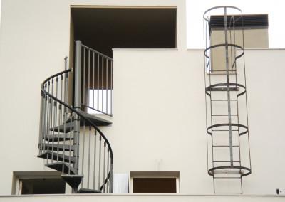 Escaleras caracol metalicas M7 barandilla Triple.