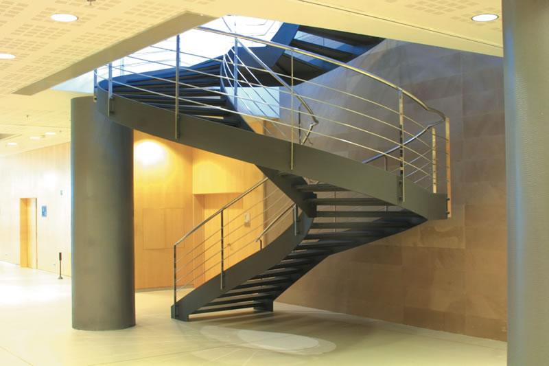 Escaleras para todo tipo de interiores escaleras balaguer for Escaleras metalicas para interiores de casas