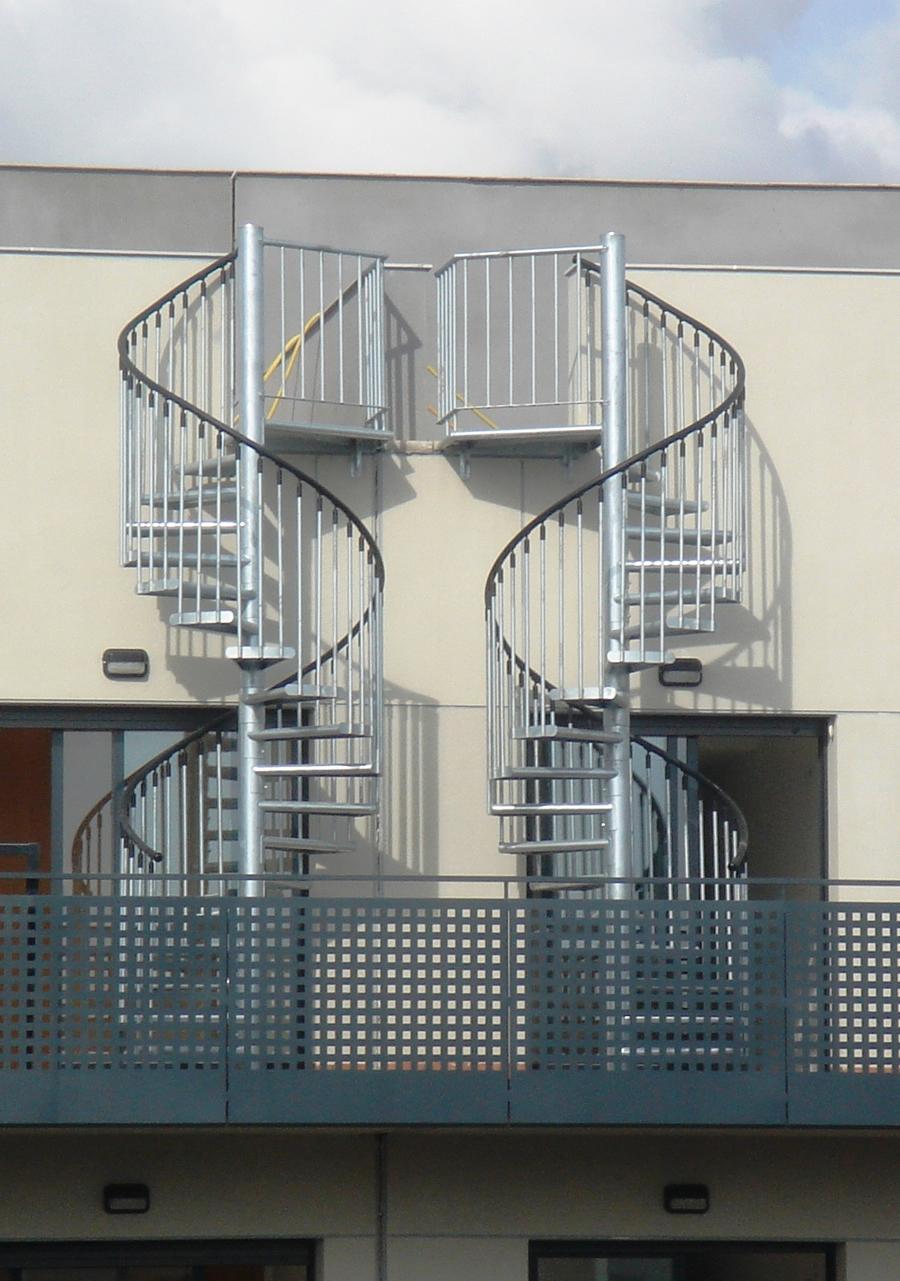 Nuestras escaleras de caracol escaleras balaguer for Escaleras de exterior metalicas
