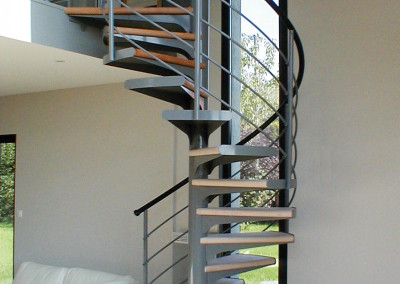 Spiral stairs with wooden steps Model M1